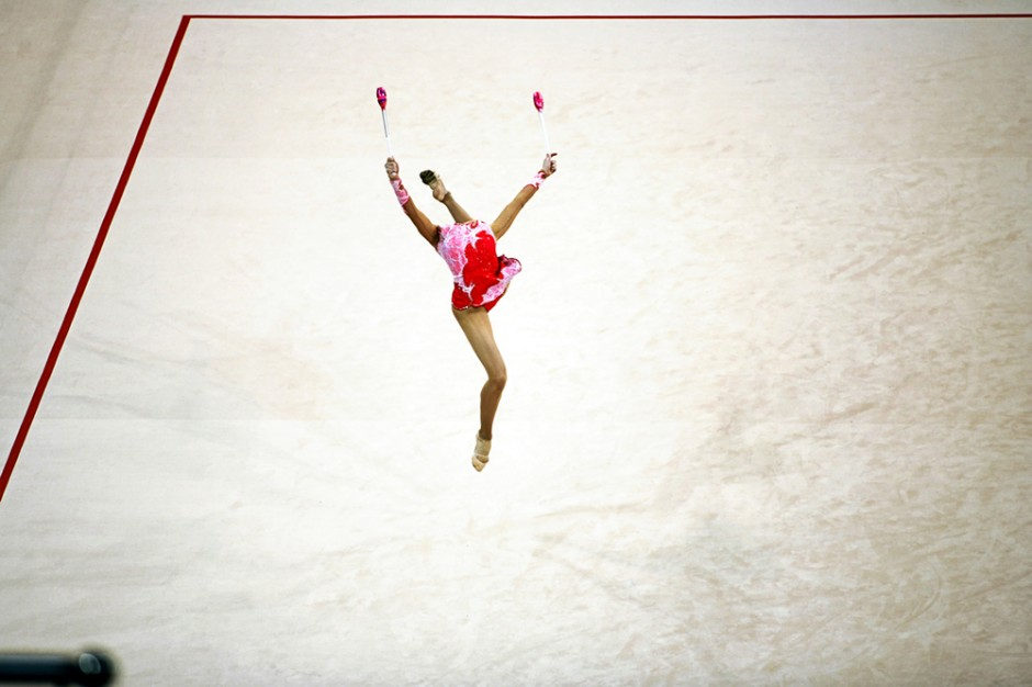 2008 BEIJING OLYMPICS: A RHYTHMIC GYMNAST APPEARS TO LOSE HER HEAD INTHE COMPETITION.