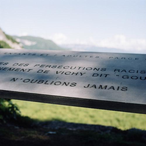 From Saint Maurice de Rotherens, in the Savoyard pre-Alps, we face Izieu, small town of Ain, located in the foothills of the Bugey massif. The roundup of the children of Izieu took place there, in the morning of April 6, 1944. Depuis Saint Maurice de Rotherens, dans les pré-Alpes savoyardes, on fait face à Izieu, petite commune de l'Ain, située dans les derniers contreforts du massif du Bugey. C'est là qu'au matin du 6 avril 1944, la rafle des enfants d'Izieu a eu lieu.