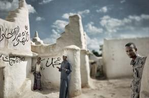 Oración en la tarde, Sheik Hussein, 2005