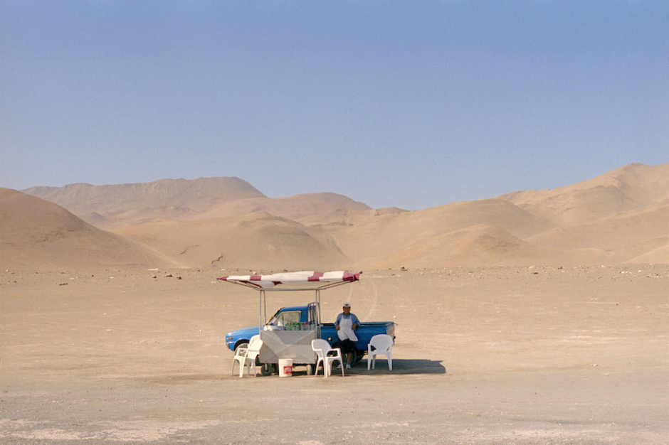 CHILE. Atacama Desert. Vendor on the Pan American highway. 2002.